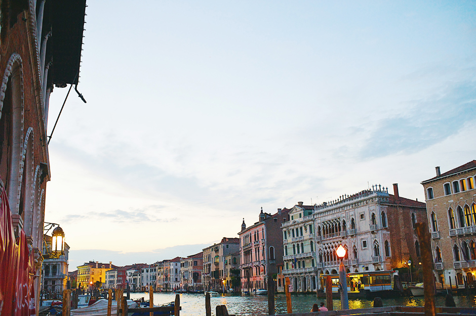 venice at night photos
