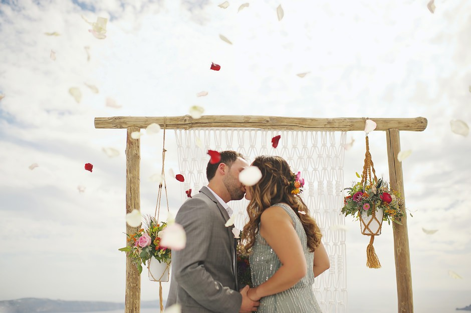 elopement in santorini photographer