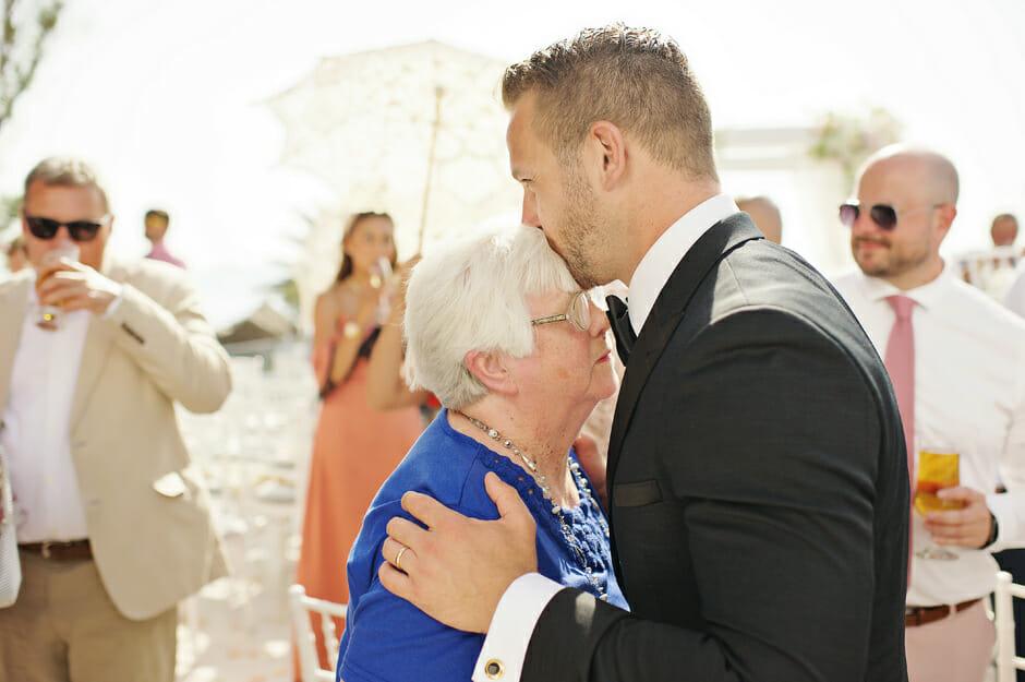 groom kiss his grandmother in le ciel santorini