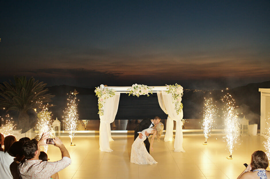 wedding photos in le ciel santorini