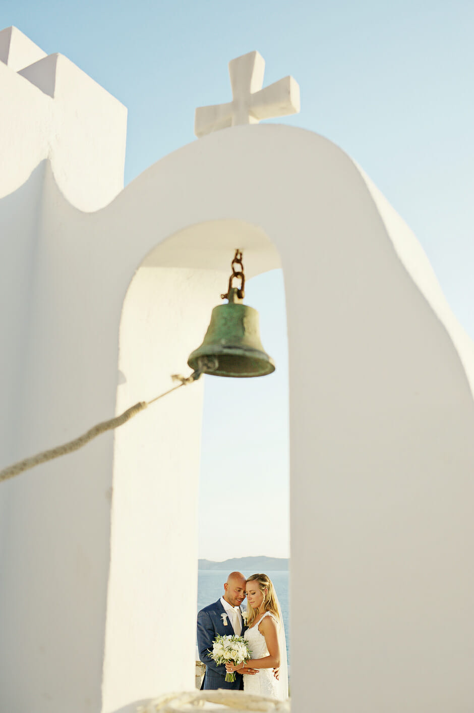 newlyweds in mykonos chapel