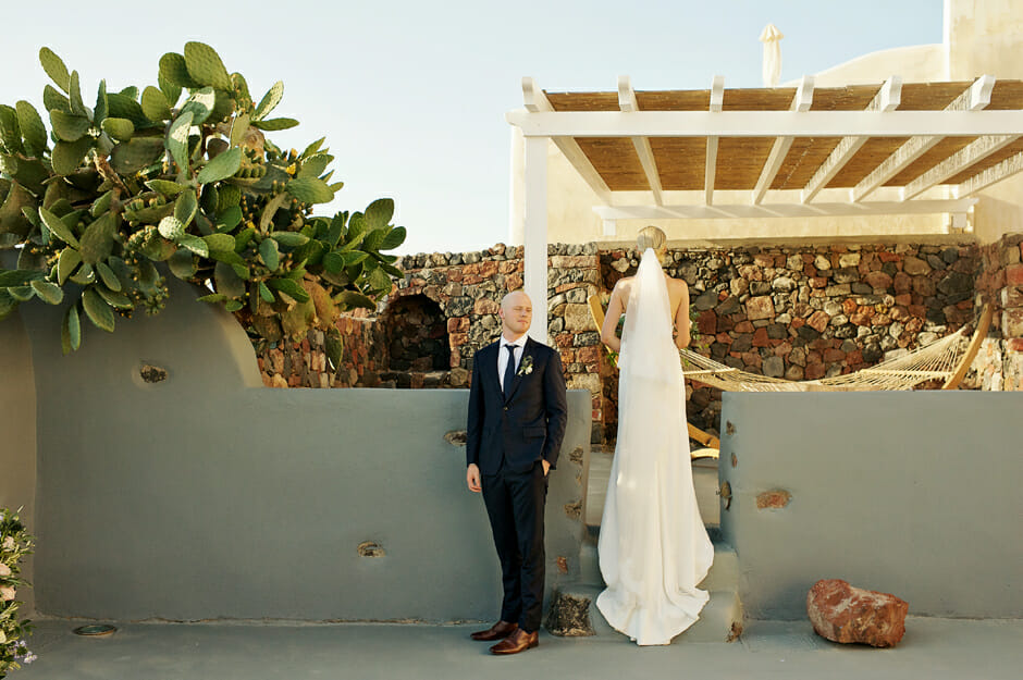 elopement photos at remezzo villas santorini