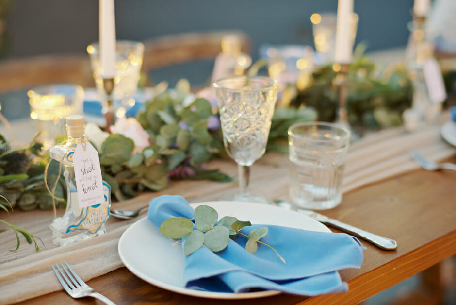 elopement tabletop decoration in santorini