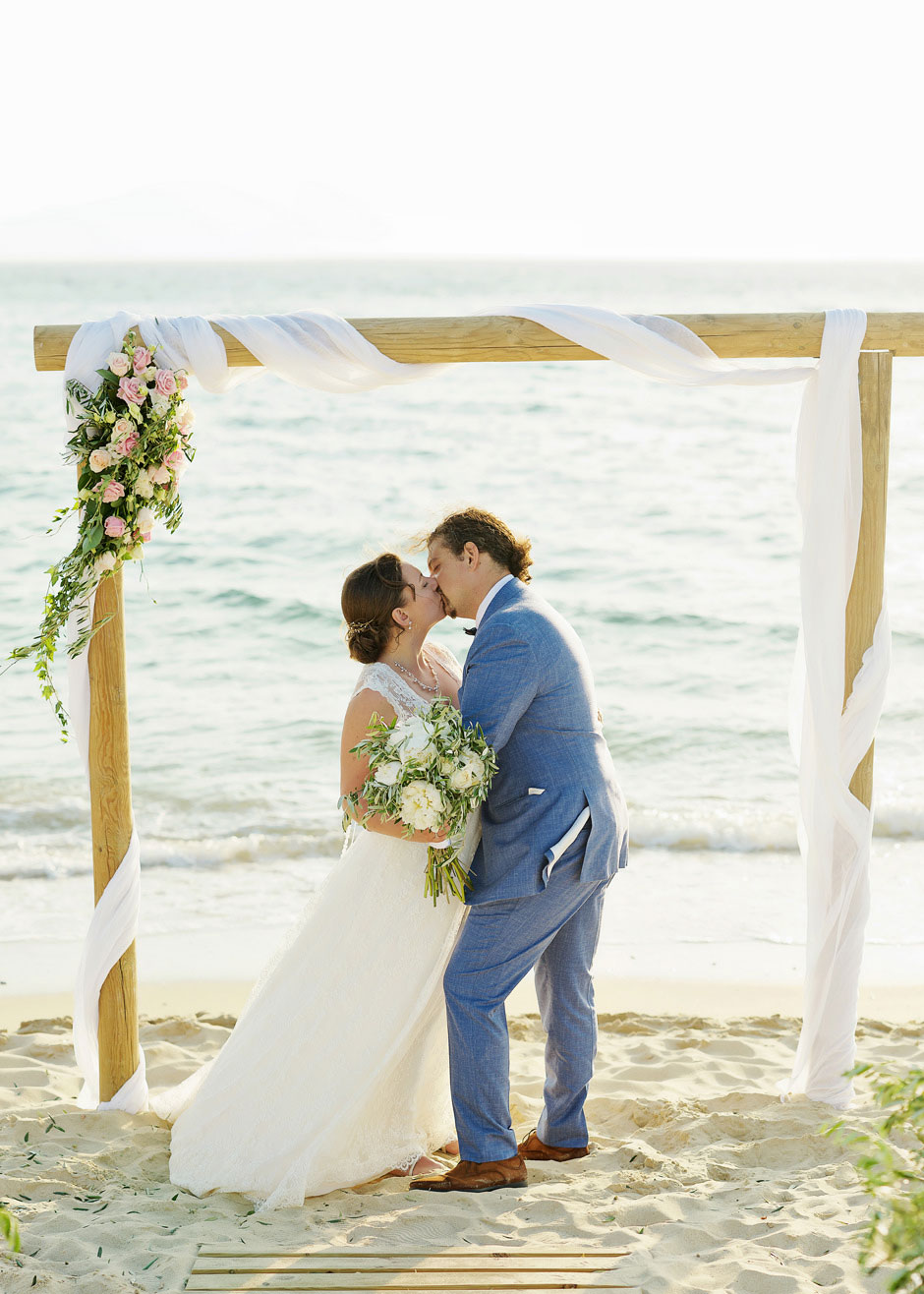 beach wedding in naxos villa paradise