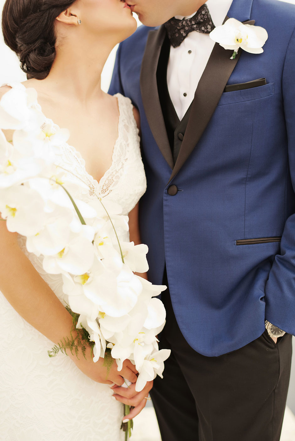 bridal-bouquet-and-boutonniere-with-an-elopement-couple-in-santorini-