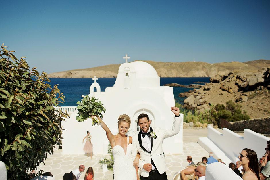 bride and groom in mykonos star wedding ceremony