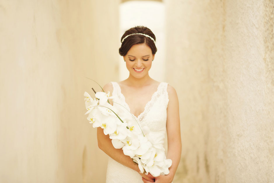 bride-holding-the-bouquet-on-her-elopement-day-in-santa-irene-santorini