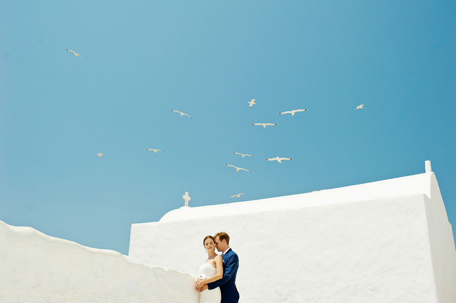 elopement couple at a white chapel in mykonos