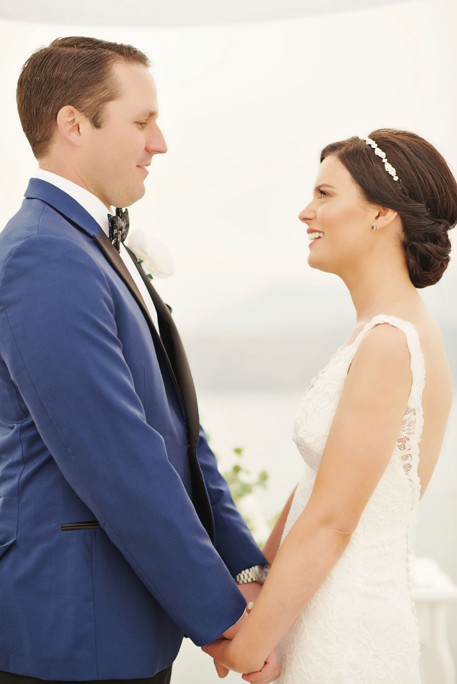 elopement-couple-holding-their-hands-during-the-ceremony-on-santa-irini-at-santorini