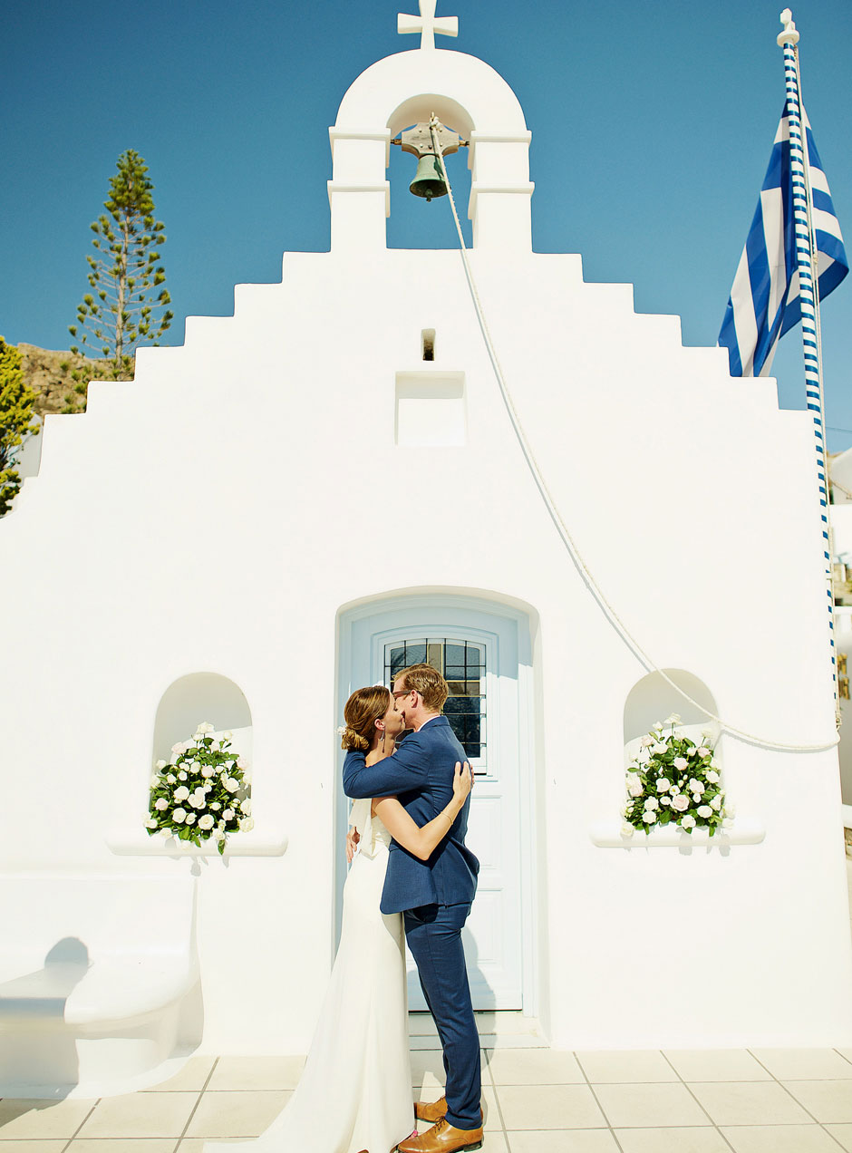 elopement with couple in greece