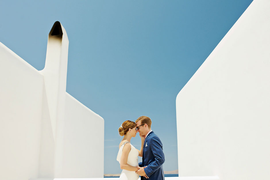 elopement photo in mykonos greece