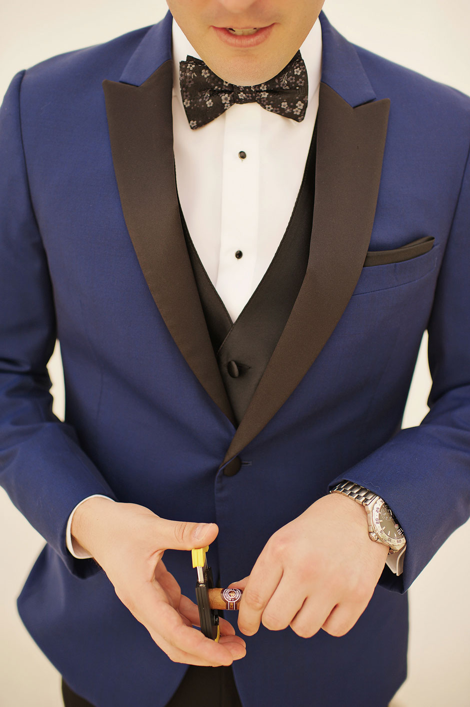 groom-with-blue-tuxedo-cuts-his-havana-cigar