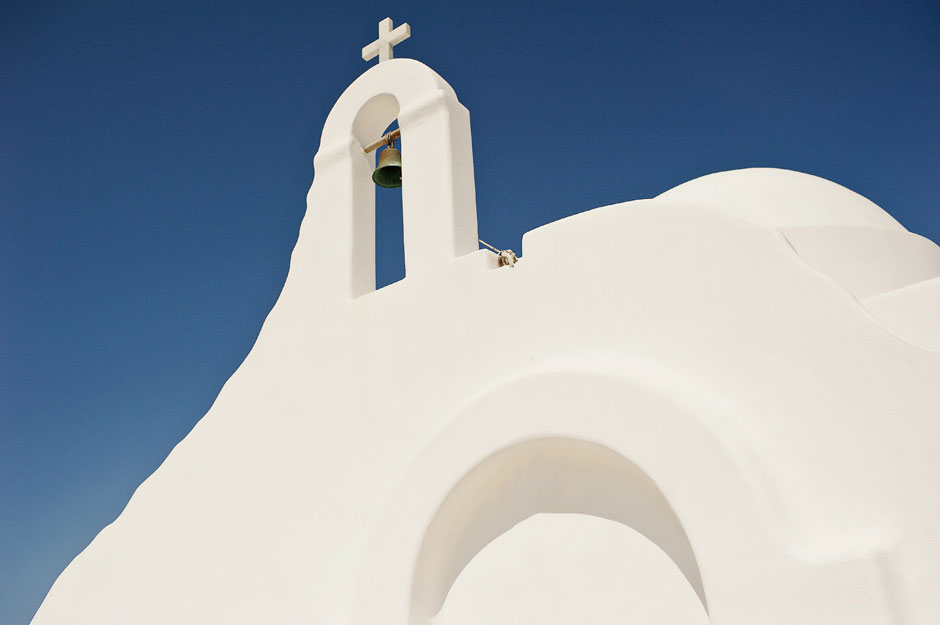 st sostis white chapel in cyclades