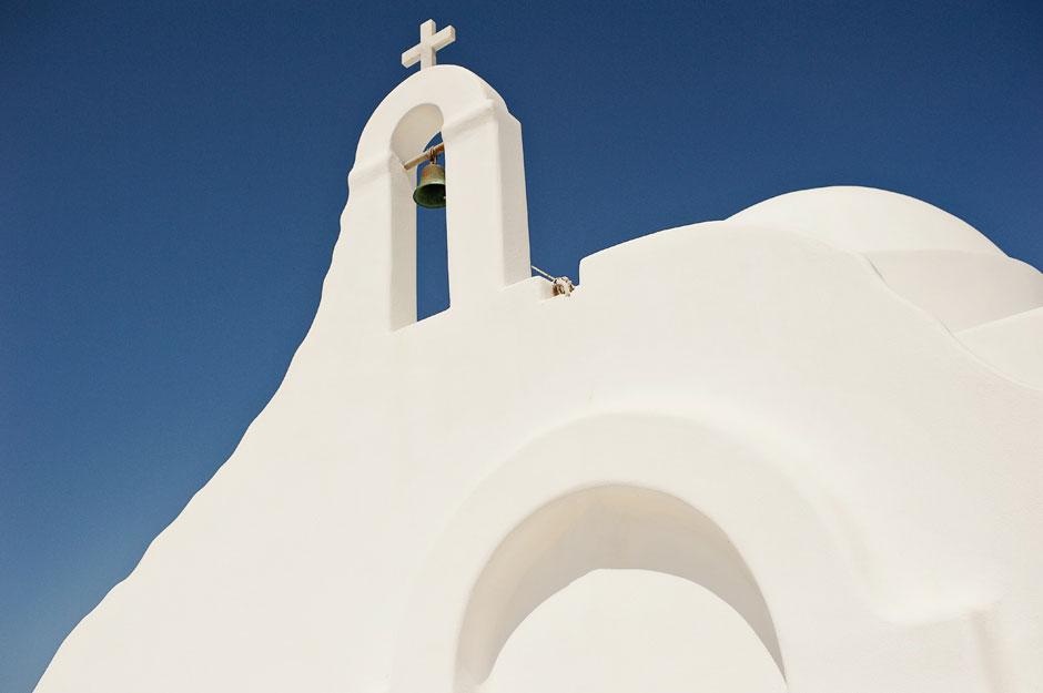 st sostis white chapel in mykonos