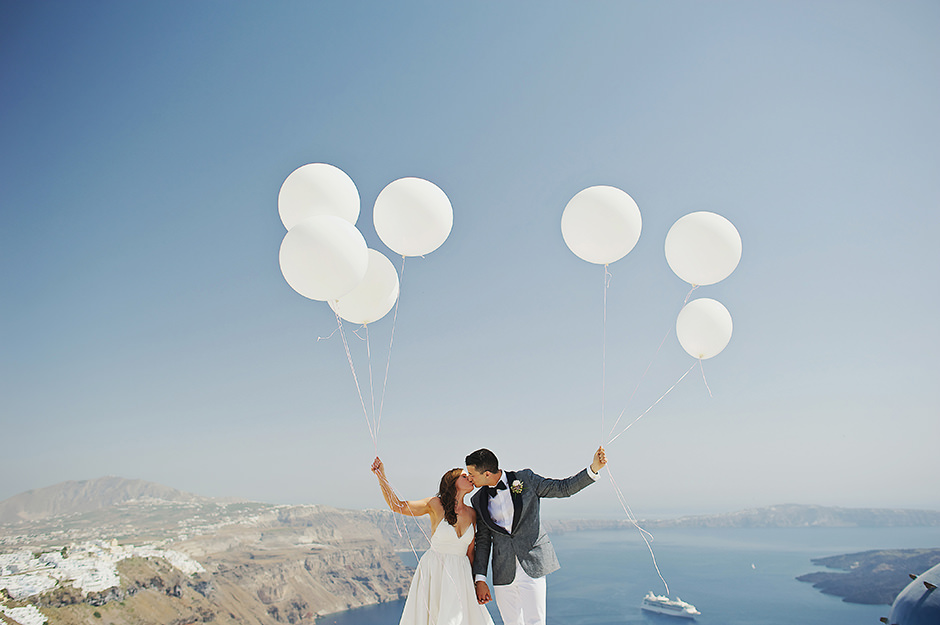 santorini couple holding balloons on their elopement day