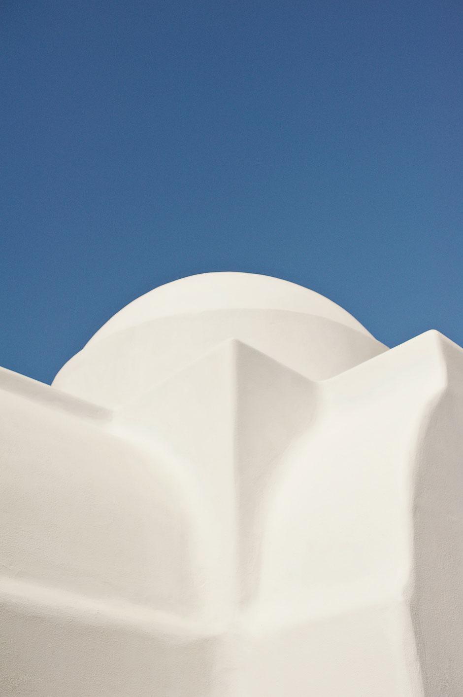 wedding ceremony in mykonos white chapel