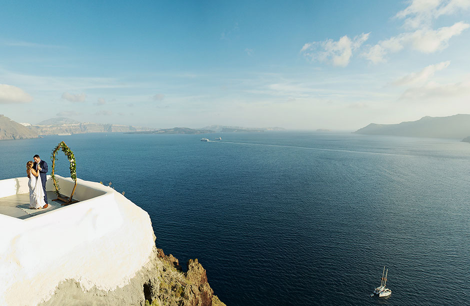 elopement in canaves suites santorini
